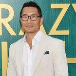 """韓国系俳優、""""えらそうな夫""""役に反対したことも。「アジア人への先入観だね」"""