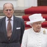 英エリザベス女王とフィリップ殿下、ひ孫たちに囲まれるほっこり集合写真が公開