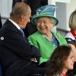 エリザベス女王、故フィリップ王配とのプライベート写真を公開 「幸せそのもの」感動の声溢れる