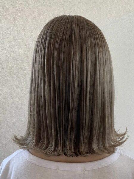 夏におすすめのハイトーン×ミディアムの髪型