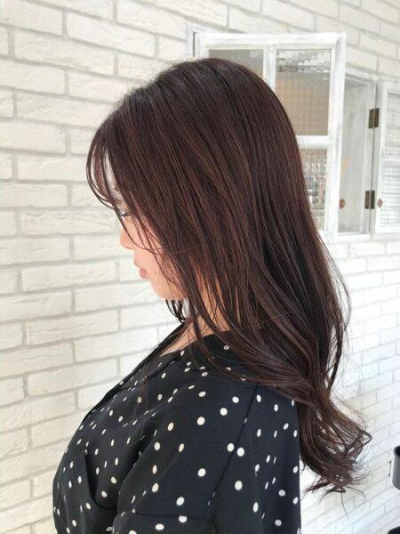 夏の暗めカラー×レディースロングの髪型