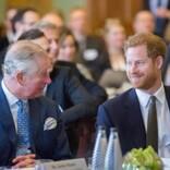 ヘンリー王子、葬儀後にウィリアム王子やチャールズ皇太子と合流 親子3人で2時間の会話を交わす