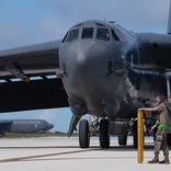 アメリカ空軍B-52爆撃機がグアムに進出 インド太平洋に睨みをきかす