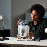 格納できる脚やライトセーバーの収納などギミックが満載 「レゴ スター・ウォーズ R2-D2」セットがルーカスフィルム創立50周年を記念して5月1日に発売へ