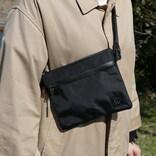春の散歩やアウトドア用サブバッグに最高かも。ミニマルに荷物をまとめるサコッシュ&ポーチ