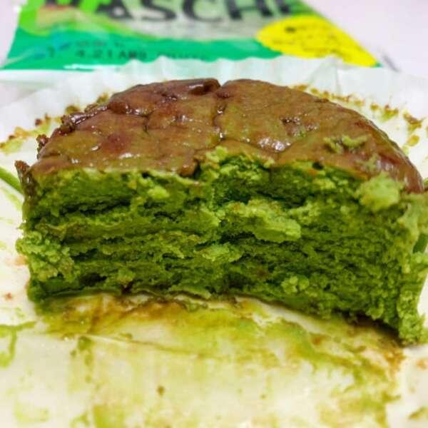 ローソンのバスチーバスク風抹茶チーズケーキの断面写真