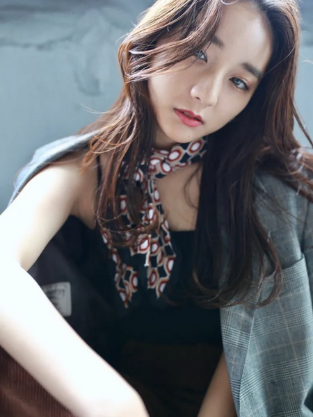 巻き髪がおしゃれな韓国風ロング
