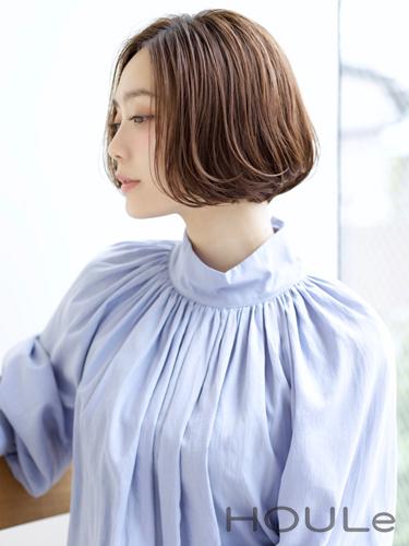 センターパートの前髪が大人っぽい韓国風ボブ