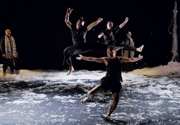 KAAT DANCE SERIES Cross Transit project『土の脈』(2018) 撮影:大洞博靖
