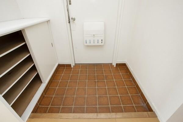 梅雨になると家のあちこちがカビの温床に。カビを防ぐために、梅雨前に掃除をしておきたい場所をご紹介します。