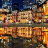 ダイソーの下敷きを東京駅で使用すると… 美しすぎる「化学反応」に注目集まる