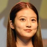 今田美桜 クルクルの巻き髪ヘアに「最高に可愛い」「美しい」「バブリーな髪型も似合う」の声