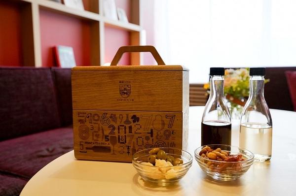 おつまみやワインをテイクアウトできる「VINO BOX」