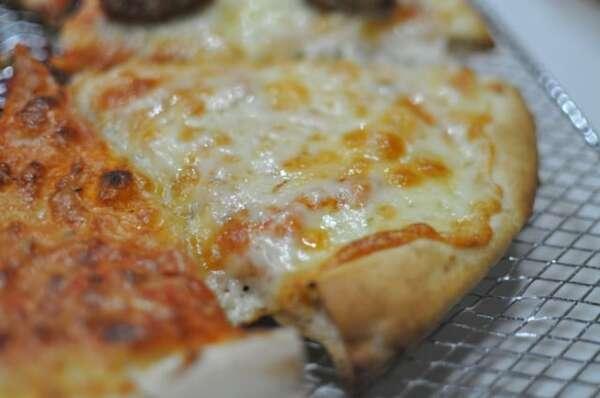 業務スーパー「ピザマルゲリータ」追いチーズ