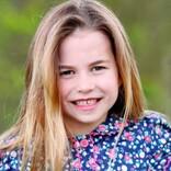 シャーロット王女が6歳に 母キャサリン妃撮影の写真に「ダイアナ妃に似てきてる」の声も