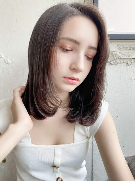 夏らしいセミロングの髪型13