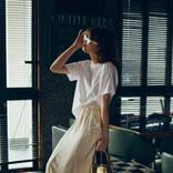 【明日なに着る?】♯005|「白Tが潤うマットなサテンスカート」