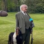 アイルランド大統領の会見がネットで話題 足元の愛犬が? 「笑った」「集中できない」