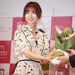 篠田麻里子「ベストマザー賞」受賞で笑顔 前田敦子と連絡を取り合う