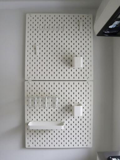 有孔ボードSKADIS(スコーディス)をキッチンの壁に設置