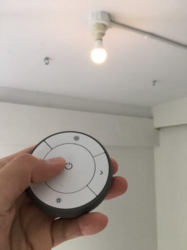 リモコン操作で温度や明暗がコントロールできる