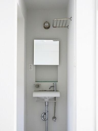 収納を設置する前の洗面