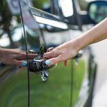 車のドアノブにつけられたリボンの意味は… 通報した女性が怖すぎる情報を公開
