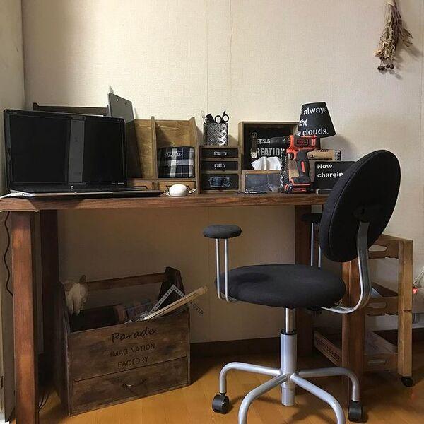 部屋の角を利用したミニ書斎