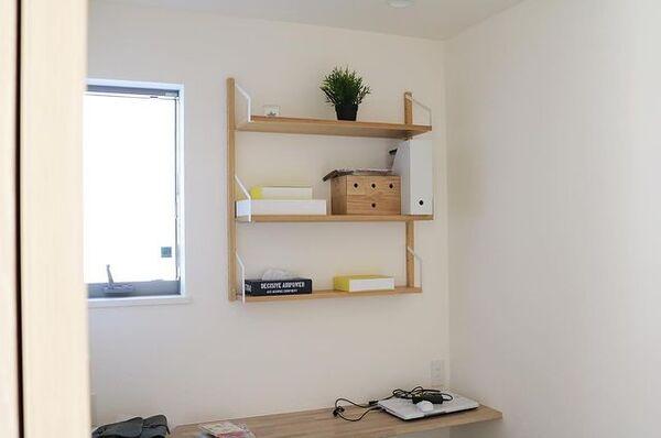 壁付け棚のミニ書斎