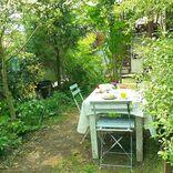 大人可愛い庭作りを始めよう。人気テイスト別のお手本デザイン集をご紹介
