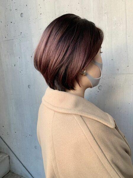 明るめピンクバイオレットのショートヘア