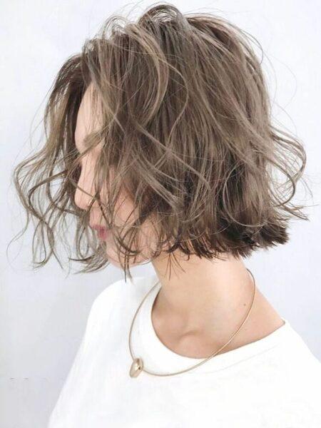 明るめマットアッシュのショートヘア