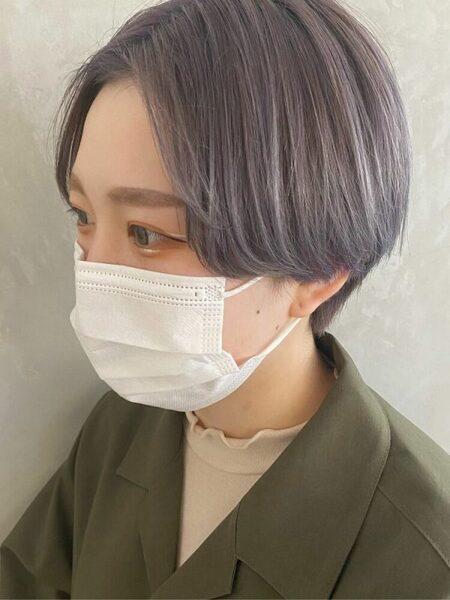 明るめパープルアッシュのショートヘア