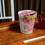 ちょっと心臓に悪いカップ麺用フタおさえ 中身が溢れちゃった!?
