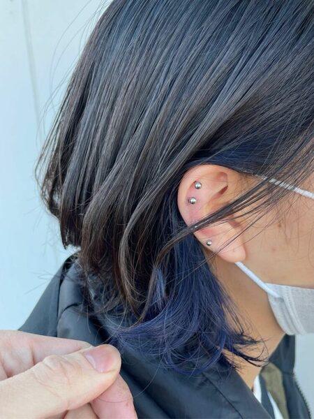 女性の黒髪ボブ×さりげないインナーカラー