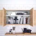 キッチンの吊り戸棚はもっと活用できる。収納上手さんのアイデア実例をご紹介