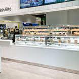 【IKEA新宿現地ルポ】青いソフトアイスやカラフルな「イケアドーナツ」も!日本初の量り売りデリ「スウェーデン バイツ」でテイクアウトしてみたよ