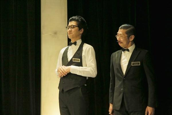 舞台となる高級ホテルの従業員(左/入江拓郎 右/ボブ・マーサム)も、交渉の重要な鍵を握ることに。