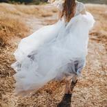 結婚披露宴で花嫁のウエディングドレスが泥まみれに! 理由に新郎はニッコリ