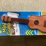 ダイソーで110円のミニギター、これってギターというよりウクレレじゃん
