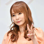 """「ほそ!!」中川翔子、スリットから美脚チラリの""""ドヤ顔""""SHOTに反響「スタイル抜群!!」"""