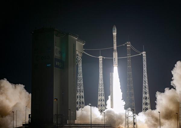 プレアデス・ネオの打ち上げ(Image:ESA/CNES/Arianespace)