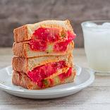 材料ほぼ3つ!簡単うまい昼レシピ【13】旨味倍増!焼きトマトチーズバーガー