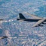 アメリカ空軍B-52 周回飛行「アライド・スカイ」でヨーロッパ諸国戦闘機と訓練実施