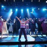 サスペンスブラックコメディ 舞台『The End Of通勤急行 大爆破』、29名の女性キャストで上演中