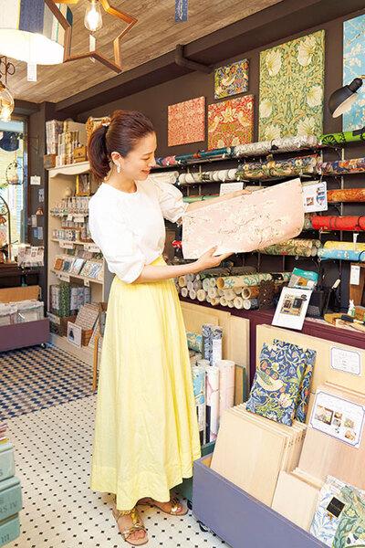 ゴッホの「花咲くアーモンドの木の枝」のピンクバージョンの壁紙を発見した遼河さん