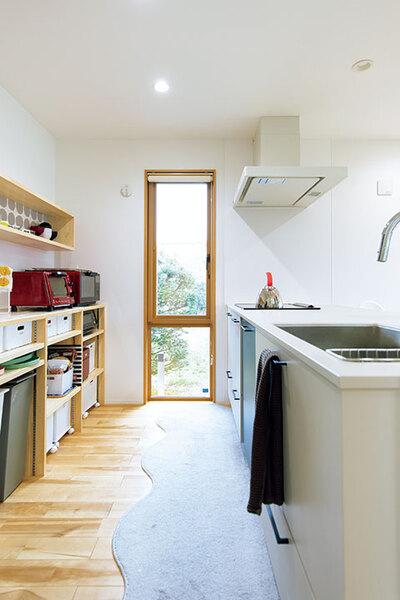 窓辺をデザインしたキッチン