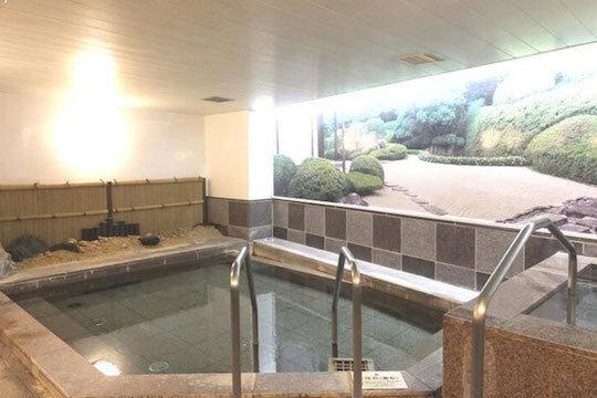 北投石を使用した本館大浴場