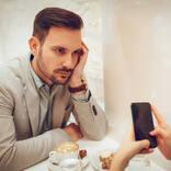 あなたは大丈夫?男性が「デート中にされると、ちょっとモヤっとすること」