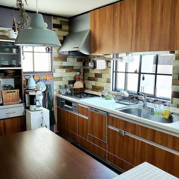 ダイニングを配置した壁付けI型キッチン